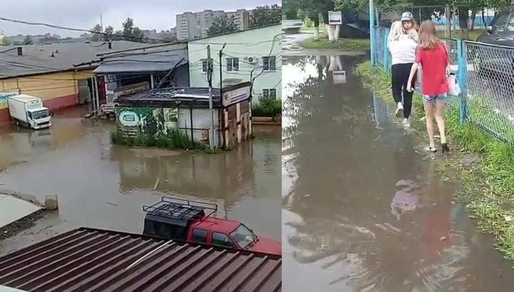 Непрекращающийся дождь в Благовещенске подтопил частный сектор