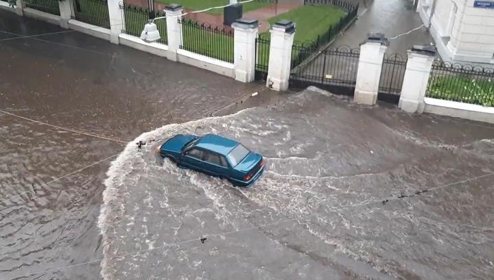 Пробки в воде: ливень в час пик остановил Москву