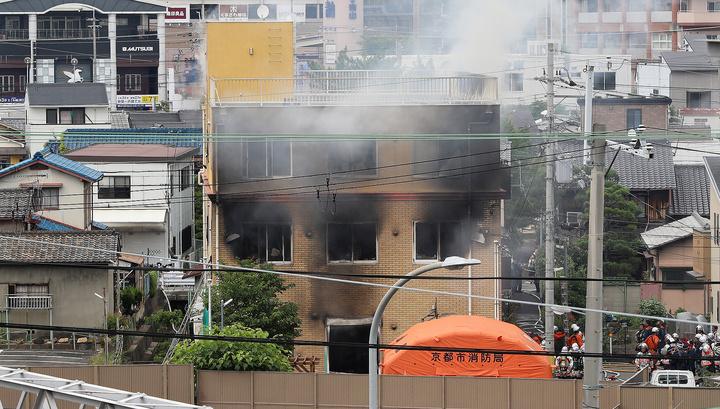 """Поджигая студию аниме в Киото, преступник кричал: """"Умрите!"""""""