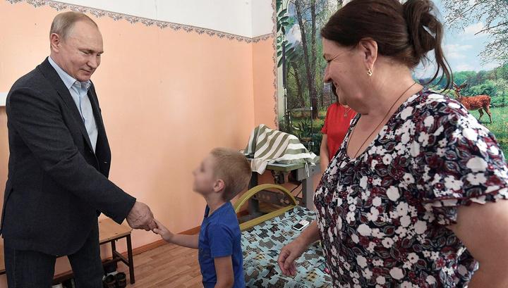 Детсад утонул, но его ремонтируют: мальчик рассказал Путину о наводнении
