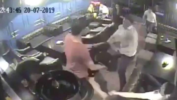 Вице-премьер Сахалина лишился должности после пьяной драки в кафе