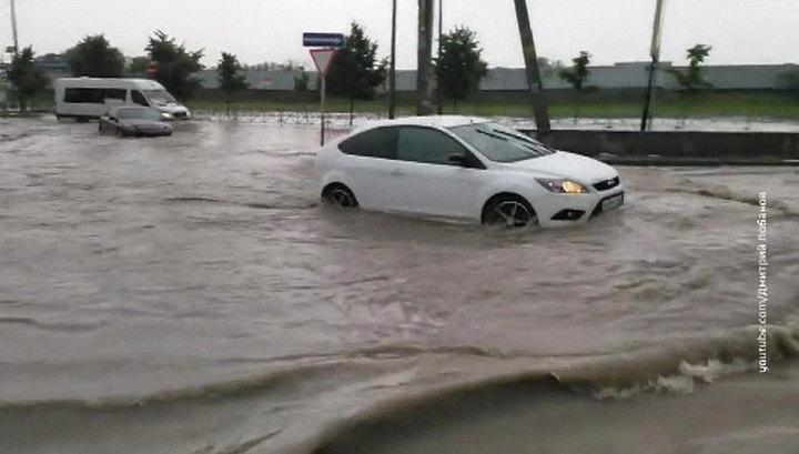 В Краснодаре количество подтопленных дождем территорий достигло 29