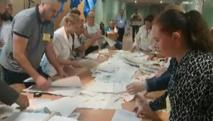 """Обработано более четверти бюллетеней: """"Слуга народа"""" набрал 42 процента голосов"""
