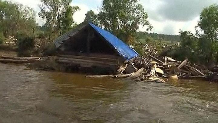 """Разгул стихии в Приморье: тайфун """"Данас"""" ослабел, но дожди не прекращаются"""