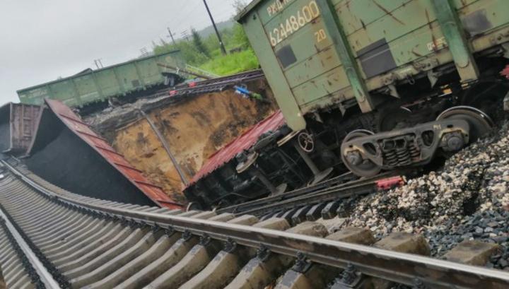В Коми задержано движение поездов из-за схода вагонов с углем