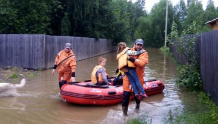 Паводок в Амурской области: жителей вывозят в безопасное место