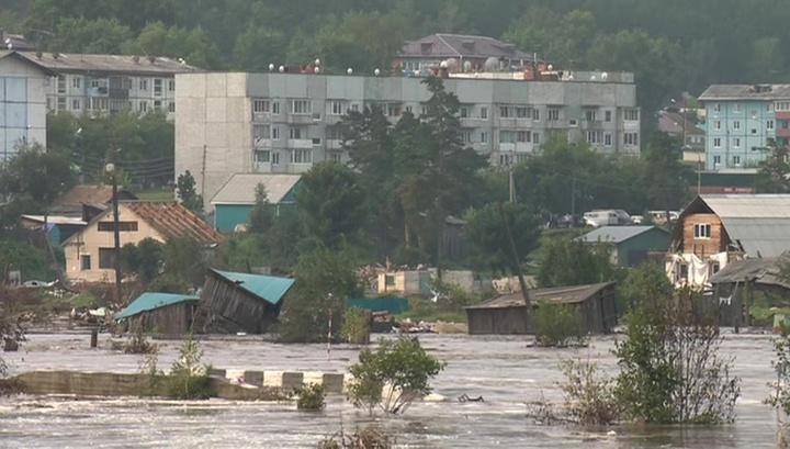 Опять эвакуация: новая 10-метровая дамба в Тулуне скрылась под водой