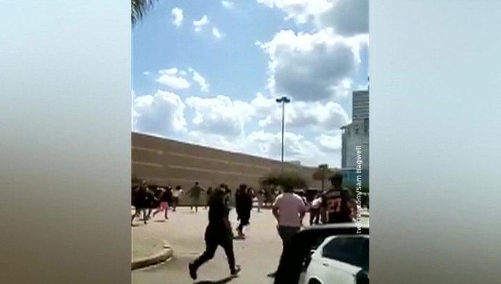 Ребенок с петардами спровоцировал панику в торговом центре в Хьюстоне