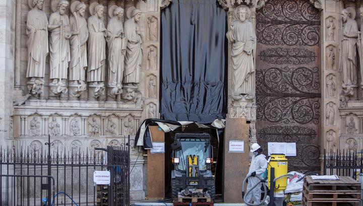 В Париже прервали реконструкцию Нотр-Дама