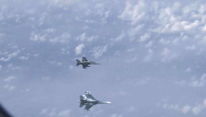 Су-27 отогнали натовский F-18 от самолета министра обороны РФ