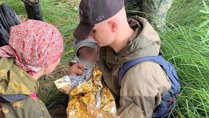 Сидел на кочке, пил болотную воду и плакал: как нашли мальчика в омской тайге