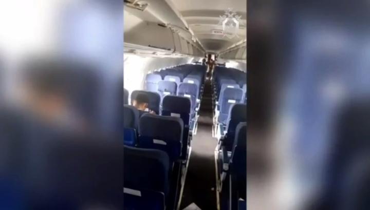 Салон аварийно севшего в поле самолета