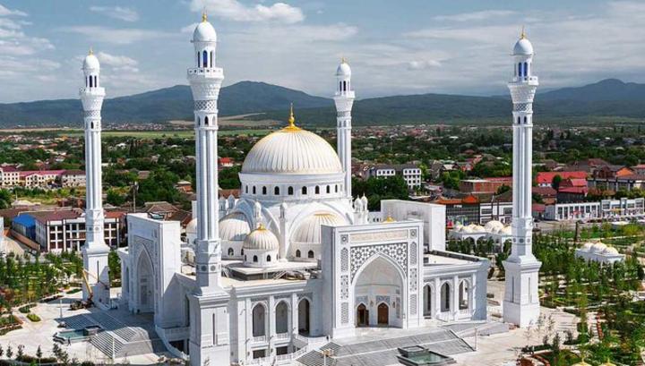 Крупнейшая в Европе мечеть открылась в Чечне