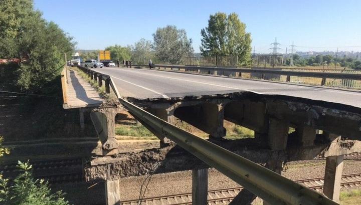 Появилось видео частично обрушившегося автомобильного моста в Харькове