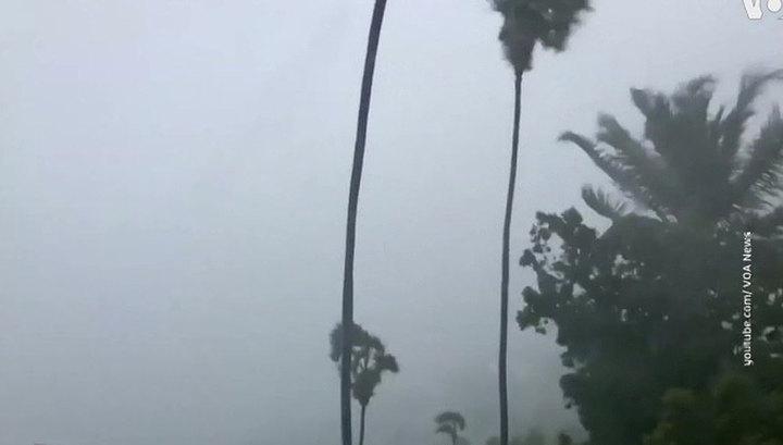 """Соединенные Штаты готовятся к приближению урагана """"Дориан"""""""