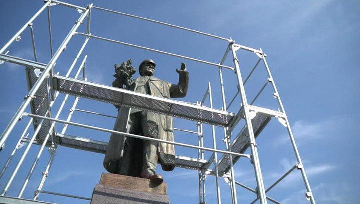 В Праге с памятника Коневу несколько раз сорвали брезент