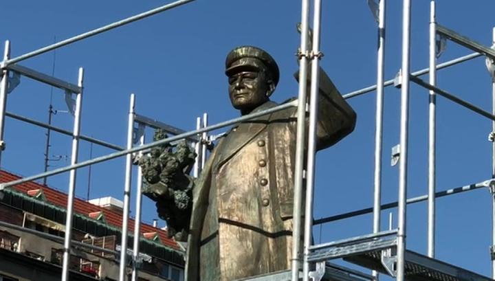 В Праге памятник маршалу Коневу сняли с пьедестала