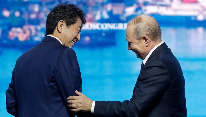 """Доброе слово и """"Смит-Вессон"""" действуют эффективнее. Путин прокомментировал выступление Абэ"""