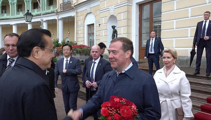 Дмитрий Медведев проведет переговоры со своим китайским коллегой Ли Кэцяном