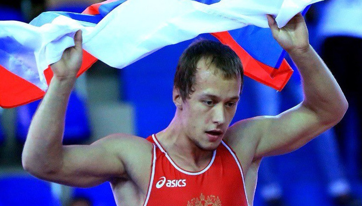 Емелин завоевал серебро на чемпионате мира по спортивной борьбе