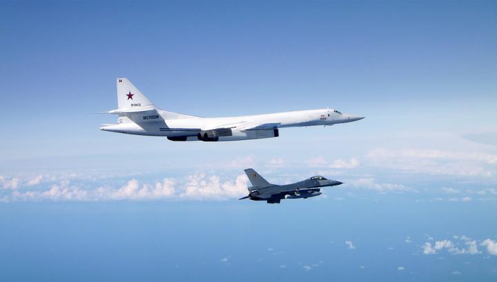 Российские Ту-160 над Балтикой сопроводили истребители пяти стран