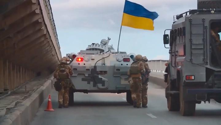 Захват угрожавшего взорвать мост бойца ВСУ сняли на видео