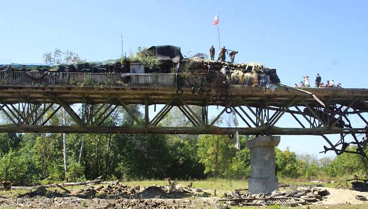 В ЛНР взорван мост перед проездом гуманитарного конвоя МЧС России