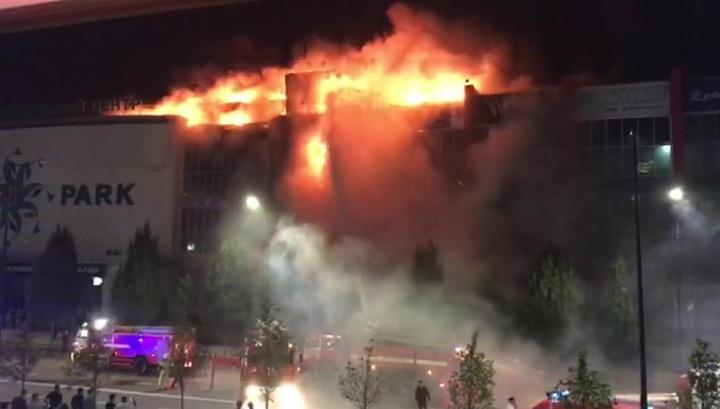 В Грозном загорелся торговый центр