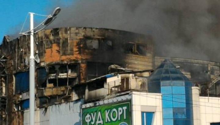 Пожар в ТЦ Владивостока: идет проливка конструкций здания