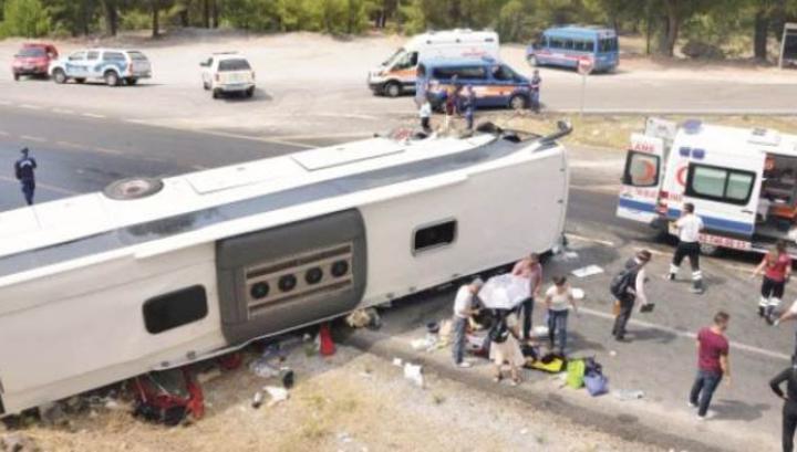 В Анталье по пути в аэропорт перевернулся автобус с россиянами