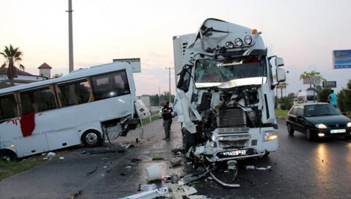 В Анталье пострадали 22 россиянина, 15 доставили в больницы
