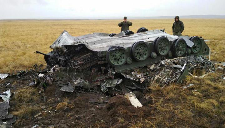 Момент падения двух боевых машин ВДВ во время учений сняли на видео