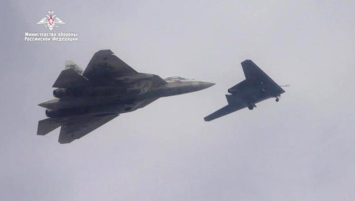 Российские «Охотник» и Су-57 вызвали восхищение в Великобритании (видео)