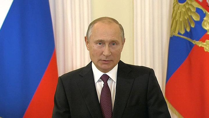 Путин: жизнь требует нового осмысления Конституции