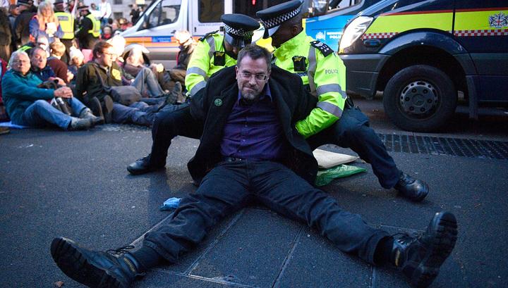 Экоактивисты оккупировали центр Лондона