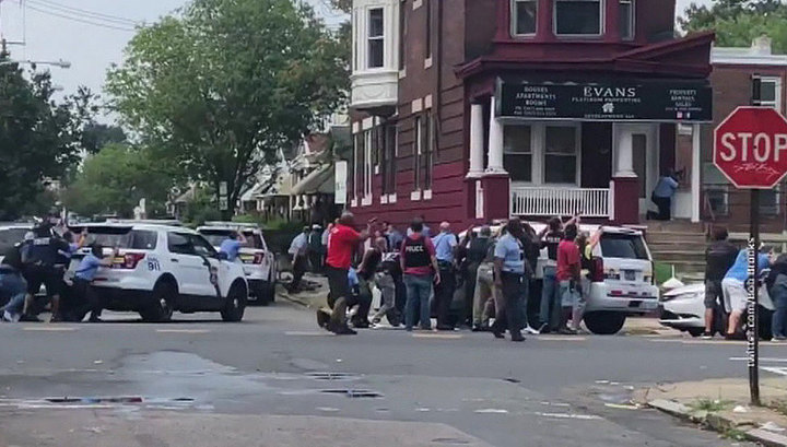 В Филадельфии злоумышленник открыл стрельбу на улице и ранил шесть человек