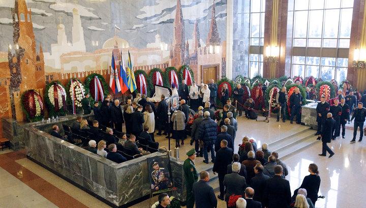 На Военном мемориальном кладбище началось прощание с Алексеем Леоновым