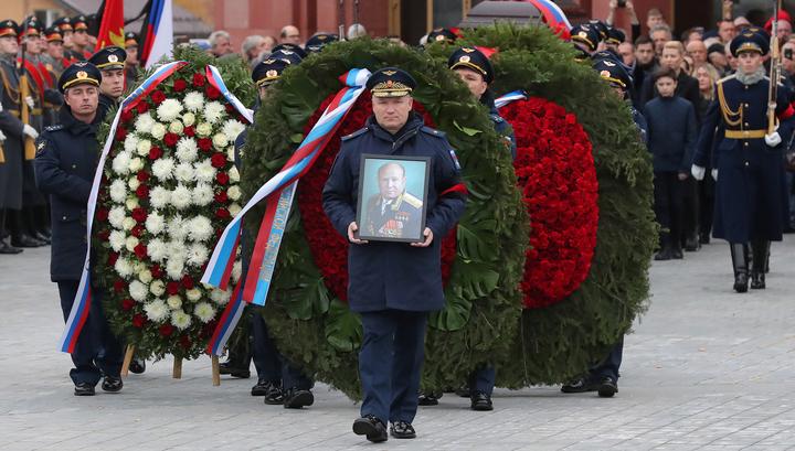Первый человек в открытом космосе: Алексея Леонова похоронили с особыми почестями