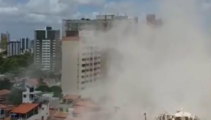 Жилая многоэтажка сложилась на северо-востоке Бразилии