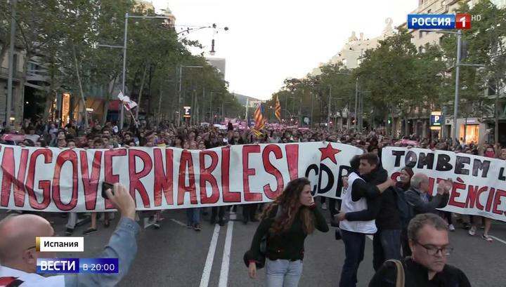 Игра в кошки-мышки и футбол на дороге: резиновые пули разозлили каталонцев