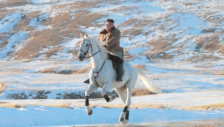 По первому снегу на белом коне: Ким Чен Ын предался размышлениям на горе Пэктусан