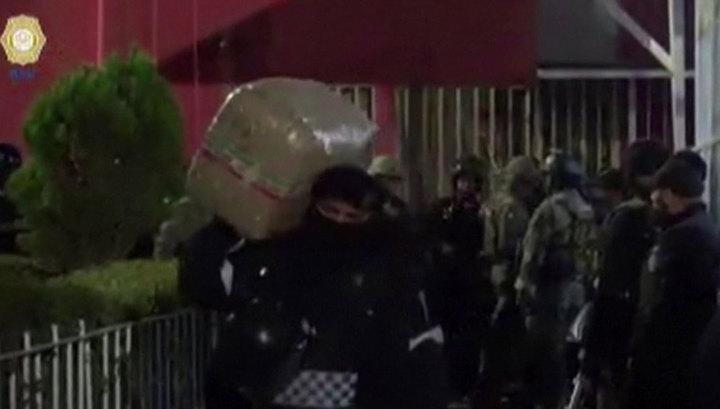В центре Мехико найдены нарколаборатория, склад наркотиков и оружия