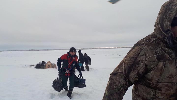 В Якутии людей эвакуировали с судов, застрявших во льдах