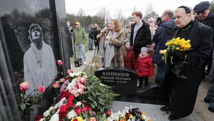 На Троекуровском кладбище открыли памятник Николаю Караченцову