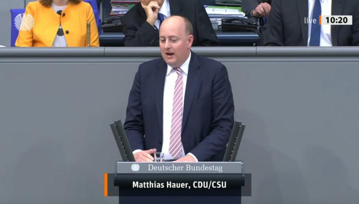 С приступом, как у Меркель: депутата вынесли после выступления в Бундестаге