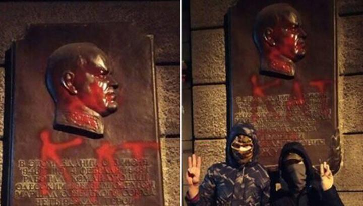 Доску маршалу Жукову в Одессе облили краской