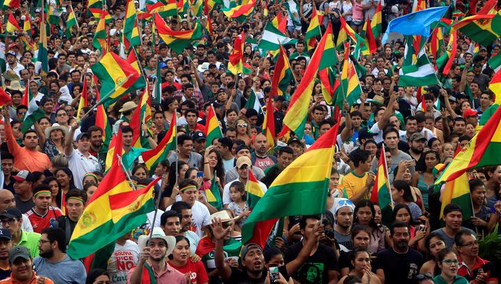 Боливийский кризис идет по венесуэльскому сценарию