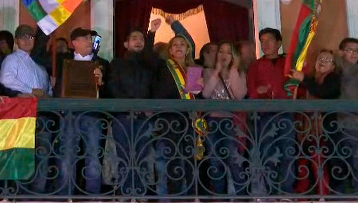 Моралес назвал действия сенатора от оппозиции Аньес государственным переворотом