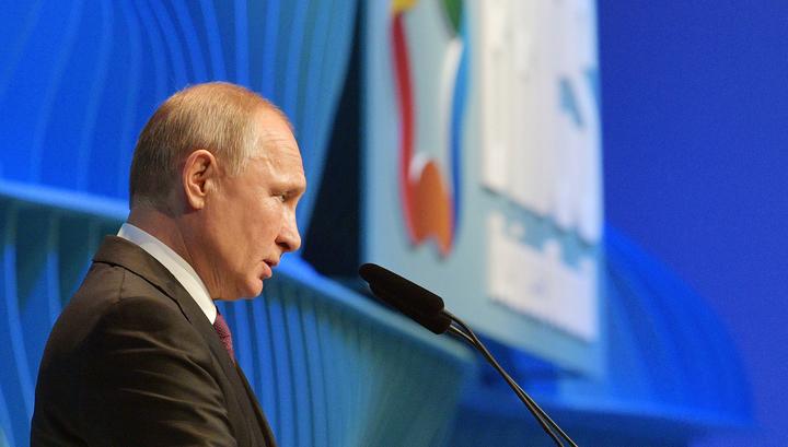 Бразилия встречает саммит БРИКС павлинами: эстафетную палочку принимает Россия