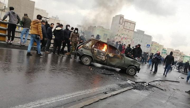 Иранцам компенсируют подорожание топлива